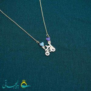 گردنبند- گردن آویز طلایی- طرح زوج و دوچرخه- نگین دار رنگی